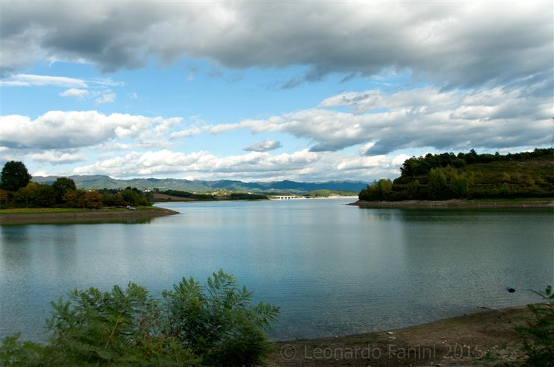 hdr picture of lake Bilancino in a cloudy day