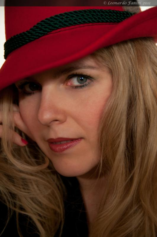 Portrait of Yuliya, with the hat