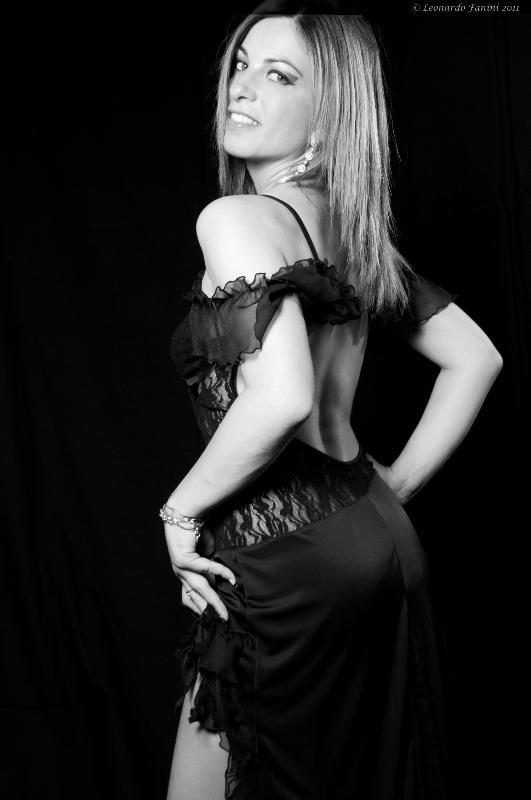 Eleonora Lari , con un abito da sera nero molto sexy