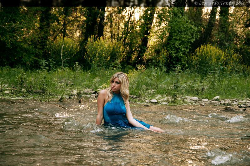 Seduta nel fiume